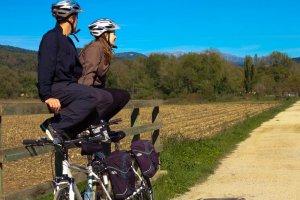 family-cycling-girona